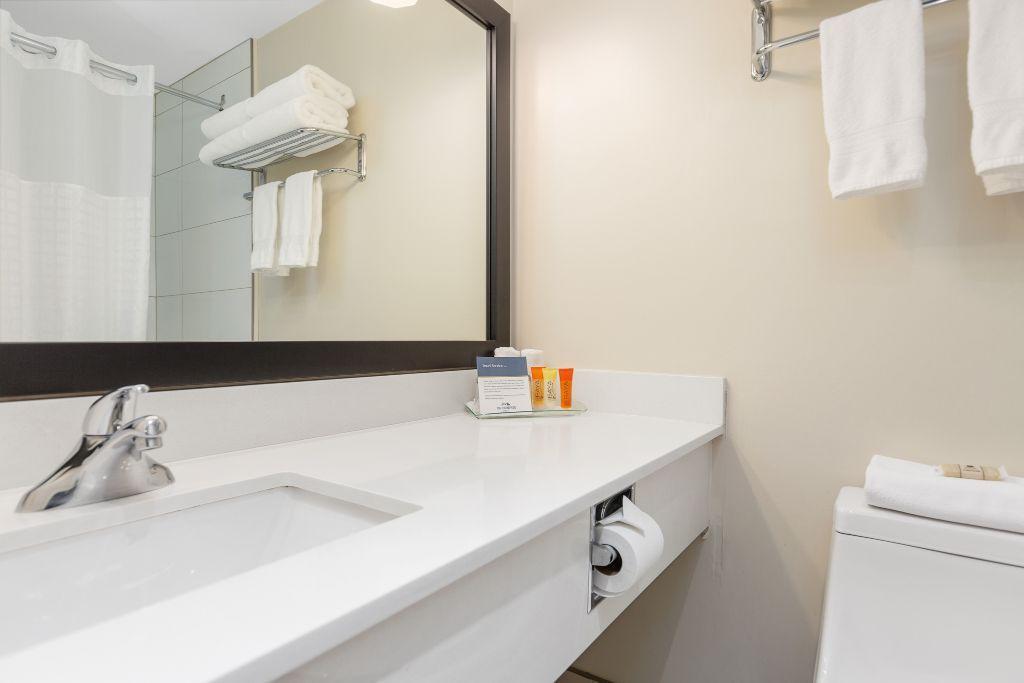 Hotel Room bathroom at Thompson Hotel in Kamloops