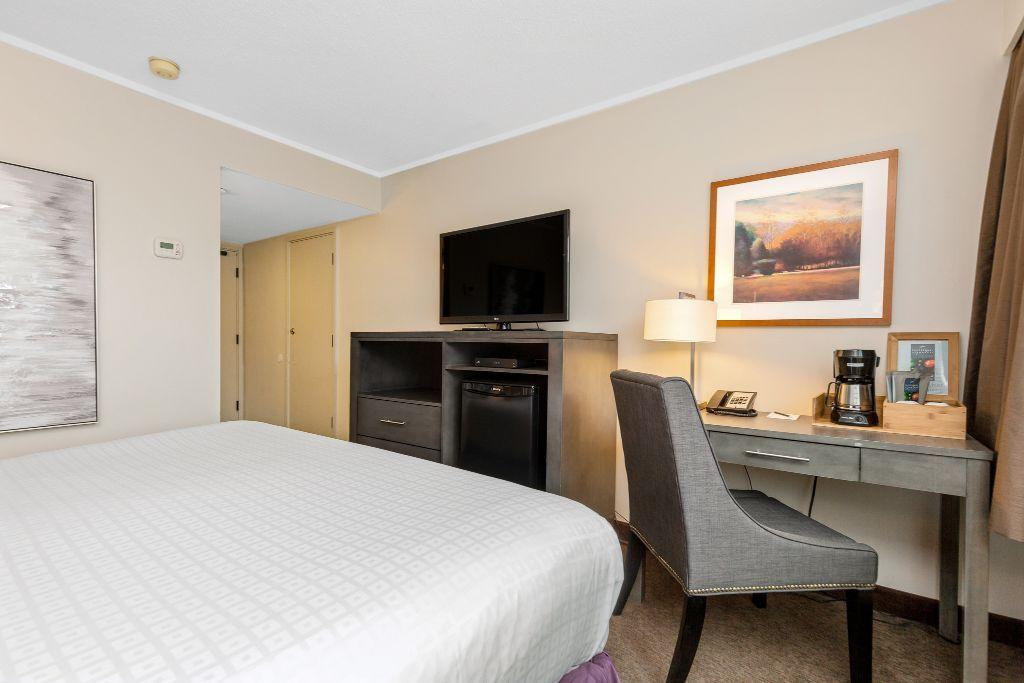 Queen room at Thompson Hotel in Kamloops